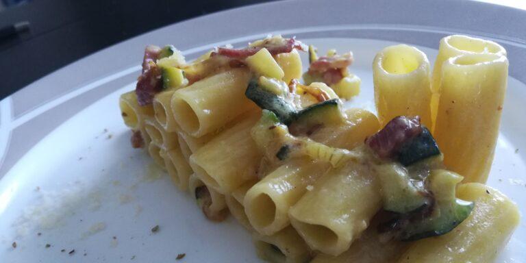 Tortiglioni con Zucchine, Pancetta e Philadelphia