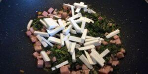 Mezze Penne con Spinaci, Cotto e Ricotta Salata 3
